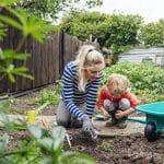Dein Kunststoff Gartenarbeit Gruen